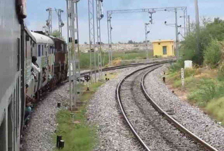 Railway track Welding broken in Ramnagar Moradabad way