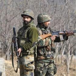 जम्मू-कश्मीर: आतंकियों ने काकपोरा रेलवे स्टेशन के पास सीआरपीएफ कैंप पर किया हमला, एक जवान शहीद