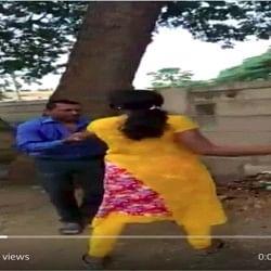 वीडियोः कर्नाटक में बैंक मैनेजर ने रखी लोन के बदले सेक्स की डिमांड, महिला ने की चप्पल से पिटाई