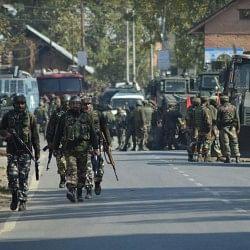 जम्मू-कश्मीर में आतंकियों से हुई दो अलग-अलग मुठभेड़ में 5 आतंकी ढेर, तीन जवान शहीद