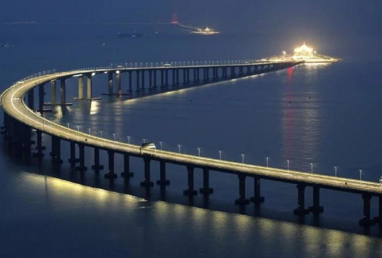 The world longest bridge made on the sea has open