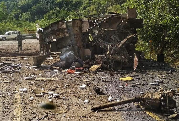 Image result for छत्तीसगढ़: पीएम मोदी की रैली से एक दिन पहले नक्सलियों ने किया बम धमाका, CISF जवान सहित 5 की मौत