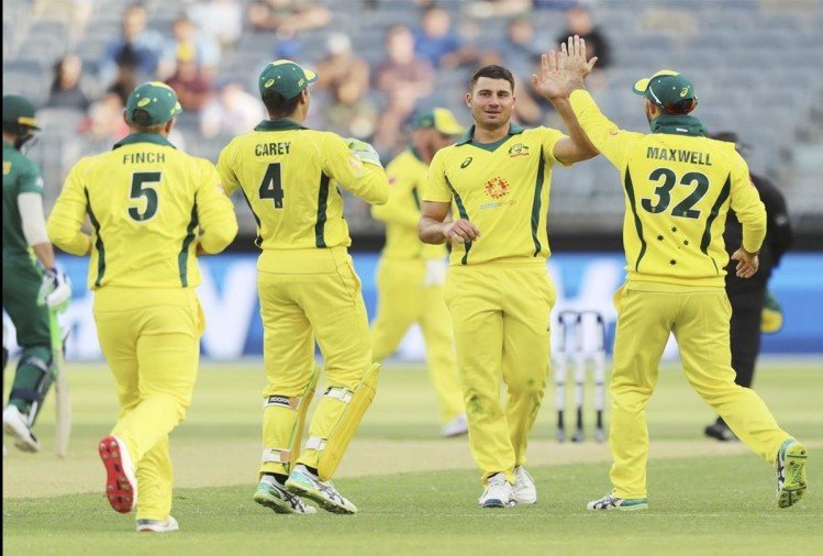 Australia beats south africa by 7 runs and equals three odi match series by 1-1