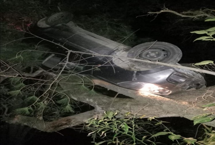 Uncontrolled car collide with rock at kullu