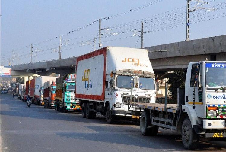 बिना आरएफआइडी टैग आज रात से व्यावसायिक वाहनों का दिल्ली में प्रवेश बंद