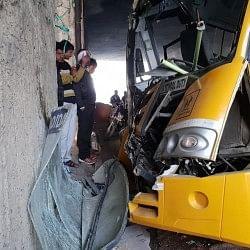 नोएडाः डिवाइडर से टकराई बच्चों से भरी स्कूल बस, 16 छात्र घायल, ड्राइवर गंभीर