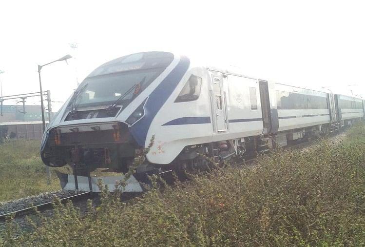 फतेहपुर में दिल्ली-हावड़ा रूट में मगध एक्सप्रेस का इंजन करबिगवां व औंग के बीच अन्ना मवेशी टकराने से फेल हो गया। इससे वंदेभारत एक्सप्रेस समेत तीन ट्रेनें करबिगवां स्टेशन के पास डेढ़ घंटे खड़ी रहीं। बाद में लूप लाइन से ट्रेनों को रवाना किया गया।