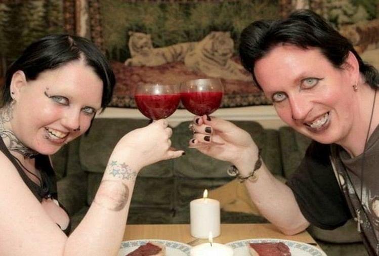 खुद को वैम्पायर्स मानते हैं ये पति-पत्नी, मौका मिलते ही पीते हैं एक-दूसरे का खून