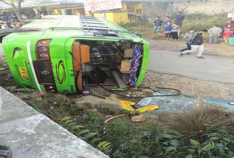 हिमाचल: यात्रियों से भरी बस पलटी, 6 घायल