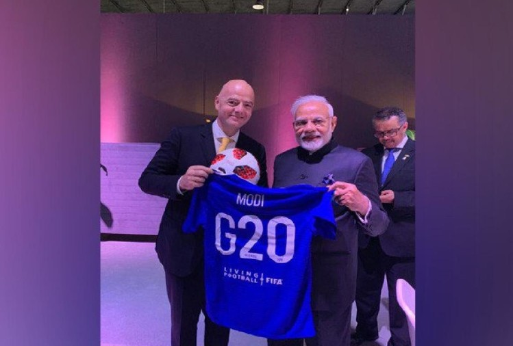 fifa president Gianni Infantino gifted fifa specialty football jersey to PM Modi