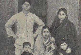 इंगलिश न्यूज पेपर्स में उनका मजाक बनाया गया, कि अकेले भारतीय ने आठ अंग्रेज मिलिट्री ऑफीसर्स को जमकर पीटा।