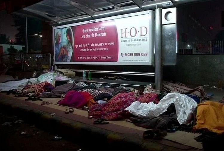 दिल्ली में कड़ाके की ठंड ने ली दो जान, सड़क किनारे तोड़ा दम