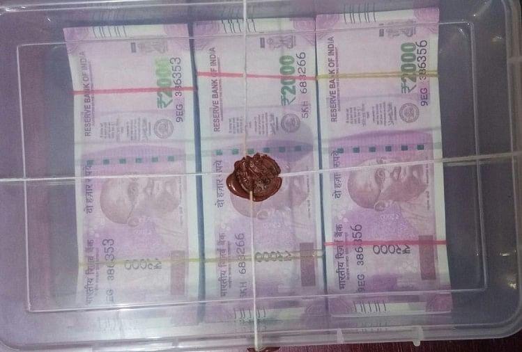 चंदौली में एटीएस ने पकड़े पांच लाख के नकली नोट, तस्कर गिरफ्तार