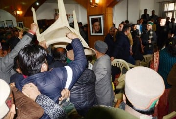 pics of clash between the supports of virbhadra singh and sukhwinder sukhu in shimla