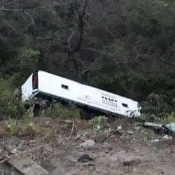 हिमाचल में हादसा, गहरी खाई में गिरी पर्यटकों से भरी बस, 15 लोग घायल