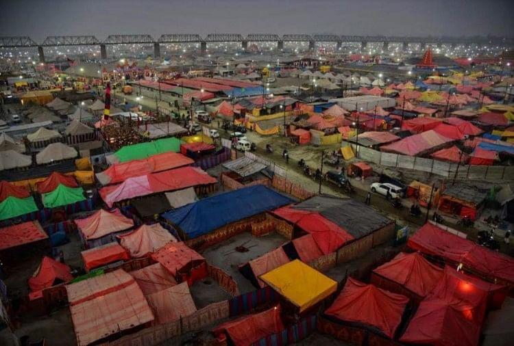 Kumbh Mela 2019: तस्वीरों में देखिए कुंभ के अनदेखे रंग, नहीं देखी होगी ये दुनिया