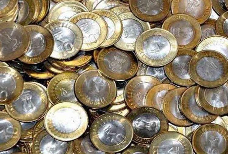 यदि बैंक अफसर या कर्मचारी रिजर्व बैंक ऑफ इंडिया (आरबीआई) का प्रचलित सिक्का लेने से इंकार करें तो आप मुकदमा कर सकते हैं