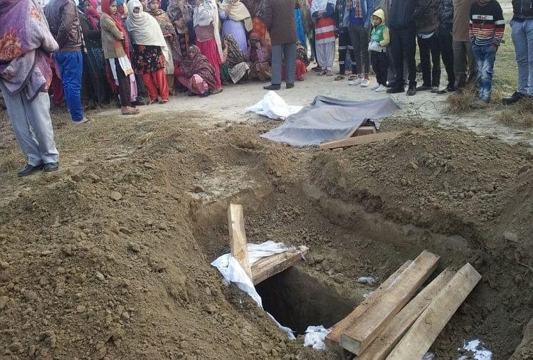 कब्र से निकाल कर फेंका शव