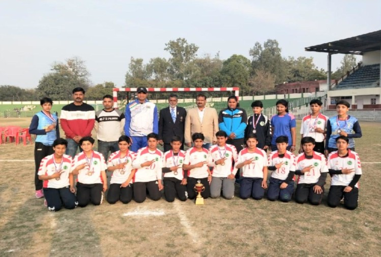 Himachal team won bronze medal in national sub junior girls handball championship
