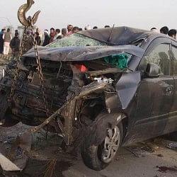 यमुना एक्सप्रेसवे पर दर्दनाक हादसा, एंबुलेंस से भिड़ी कार, 7 लोगों की मौत