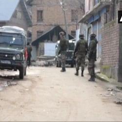 जम्मू-कश्मीर: शोपियां में सुरक्षाबलों ने दो आतंकियों को घेरा, सर्च ऑपरेशन जारी