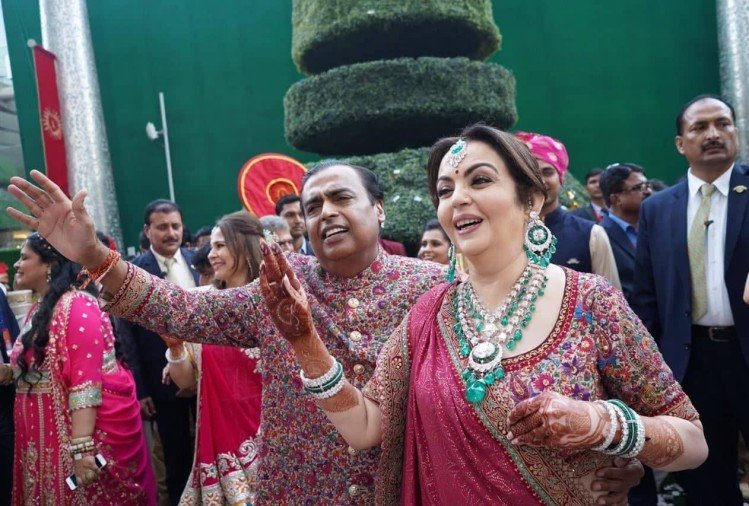 nita ambani mukesh ambani wedding pic viral see unseen photo