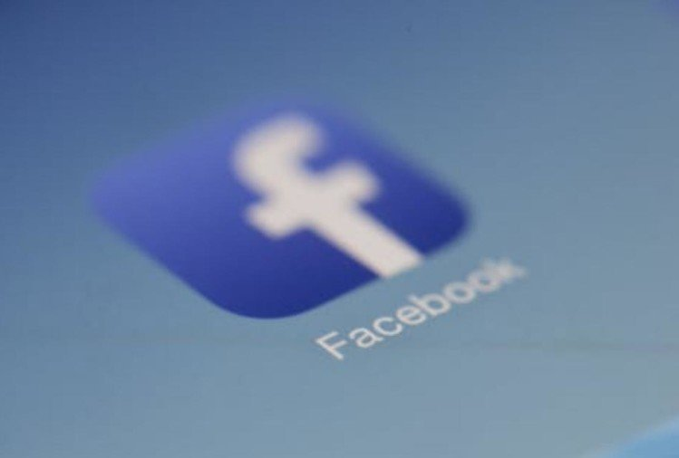महानगर के रामघाट रोड इलाके के प्रमुख न्यूरो सर्जन डॉ.नागेश वाष्र्णेय जिलाधिकारी के प्रति फेसबुक पर टिप्पणी करने में फंस गए हैं