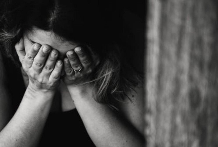 एक हिंदू युवती ने गैर समुदाय के युवक पर यौन शोषण का आरोप लगाया है। युवक हिंदू बनकर लड़की के साथ लखनऊ के ठाकुरगंज इलाके में लिवइन रिलेशनशिप में रह रहा था।