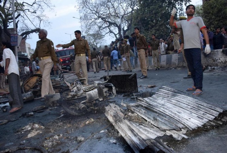 Cracker godown blast in house six killed and 12 injured in azamgarh