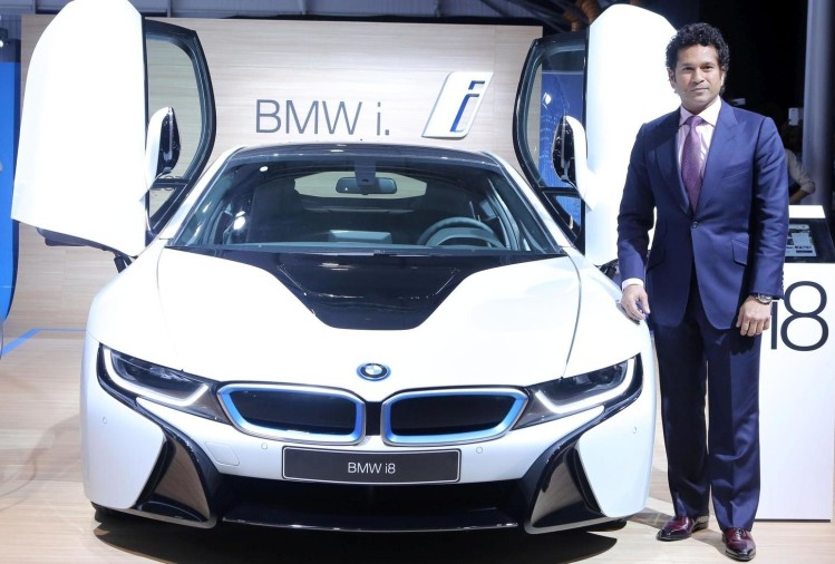 sachin tendulkar with bmw i8-1