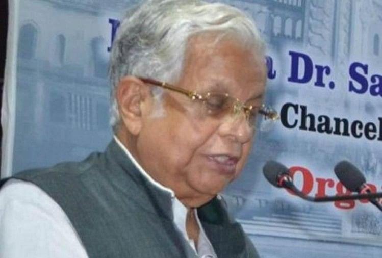 'ऑल इंडिया माइनारिटीज फोरम फॉर डेमोक्रसी' के अध्यक्ष पूर्व मंत्री डॉ. अम्मार रिजवी ने अयोध्या मामले में बाहरी लोगों से टांग अड़ाने की प्रवृत्ति से बाज आने की अपील की है।