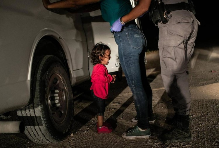 The picture Of Migrant Toddler Crying At US border won the World Press Photo Award 2019