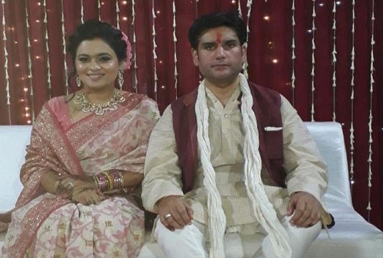 रोहित शेखर तिवारी और उनकी पत्नी अपूर्वा शुक्ला (फाइल फोटो)