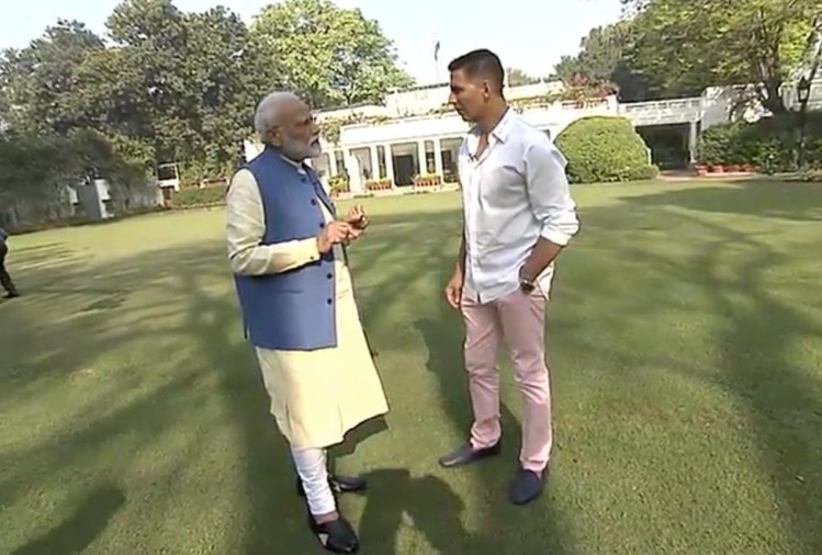 PM Narendra Modi with Akshay Kumar