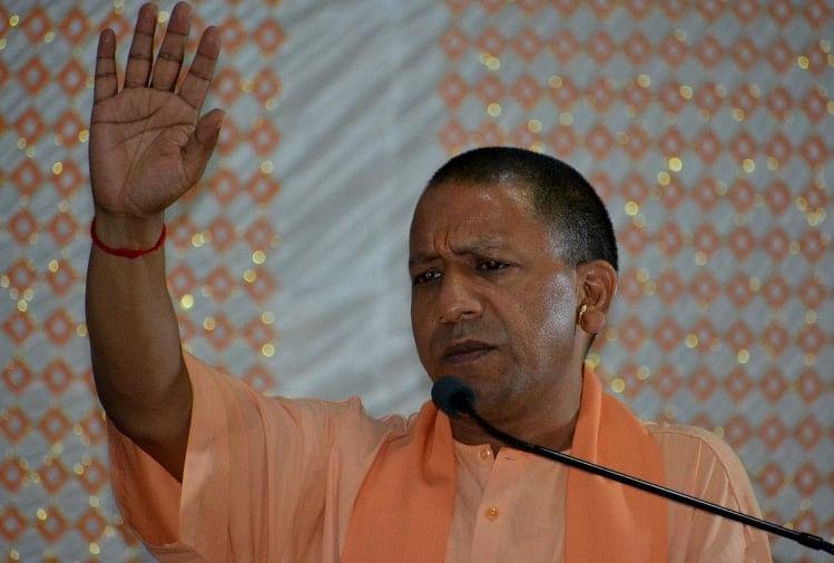 मुख्यमंत्री का जनता दरबार बुधवार को गोरखनाथ मंदिर के हिंदू सेवाश्रम में लगा