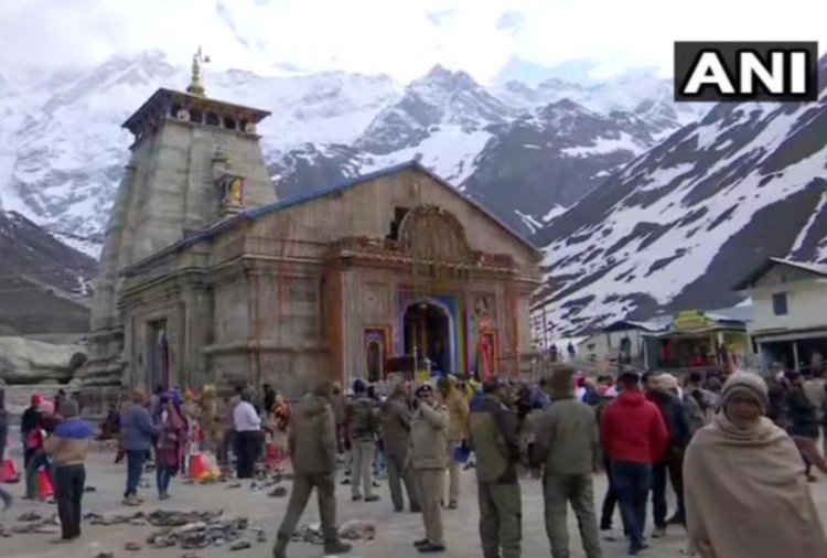 Tourist Arriving from Kedarnath on foot from Gangotri to Udancole