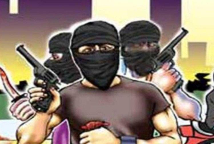 रामपुर के बिलासपुर के गांव पईपुरा में बदमाशों द्वारा सोमवार रात में स्थित पंजाब एंड सिंध बैंक शाखा को लूटने की कोशिश की गई।