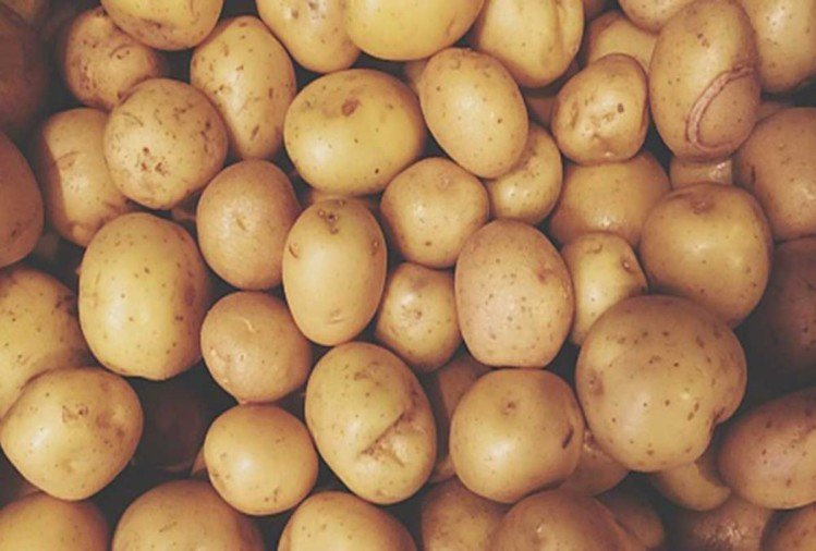 skin whitening with potato face pack