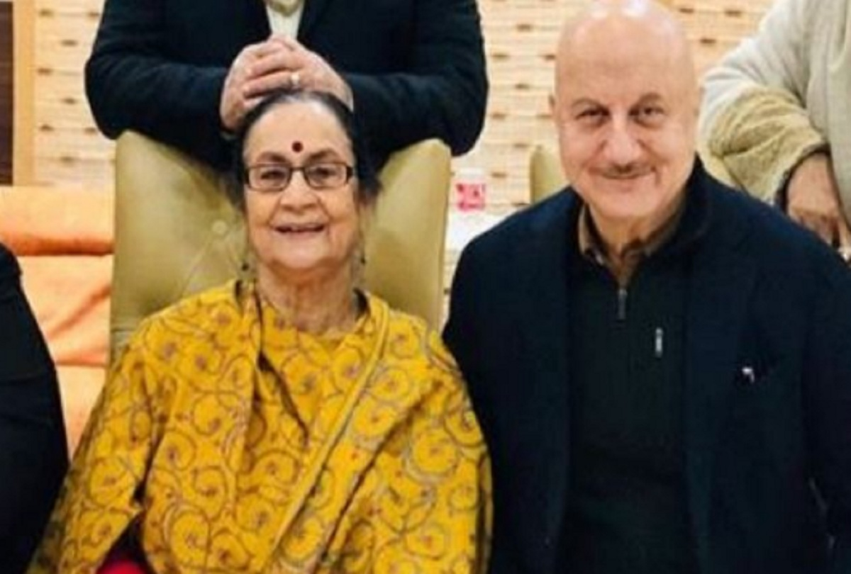 After Amitabh Bachchan Anupam Kher Mother Admitted To Kokilaben ...