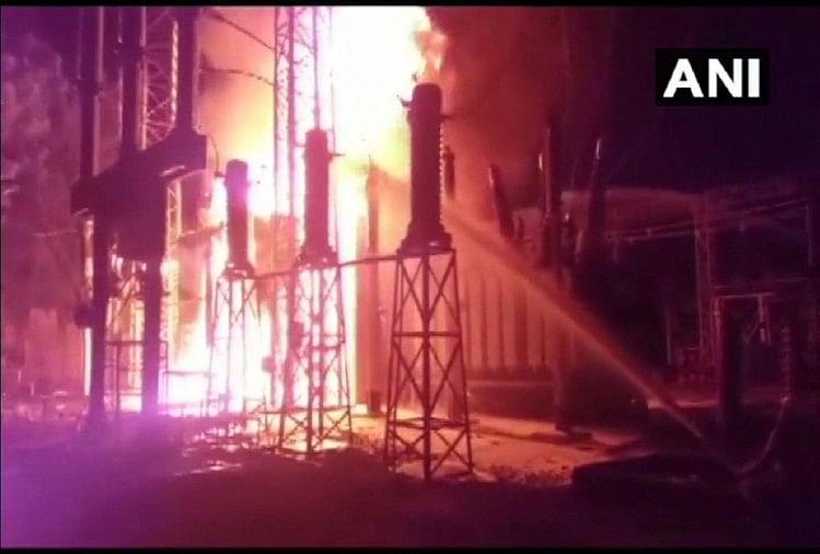 इंदौर के मुख्य बिजली घर के ट्रांसफार्मर में लगी भयंकर आग, आधे शहर की बत्ती गुल