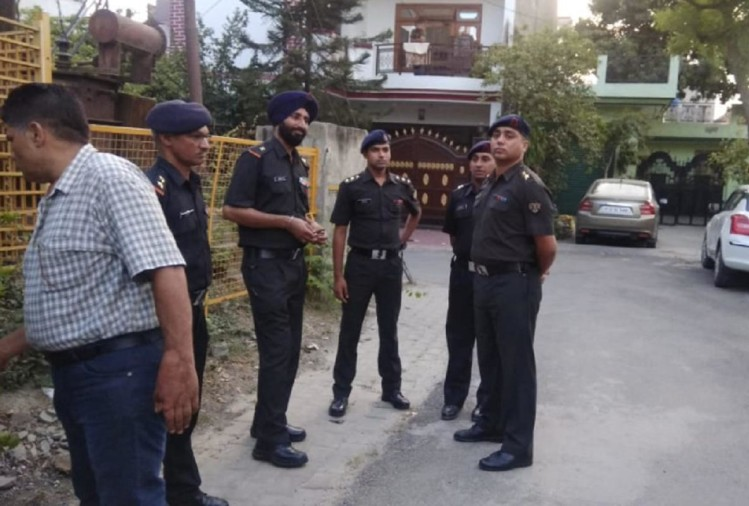 केतन के घर के बाहर आर्मी अफसप