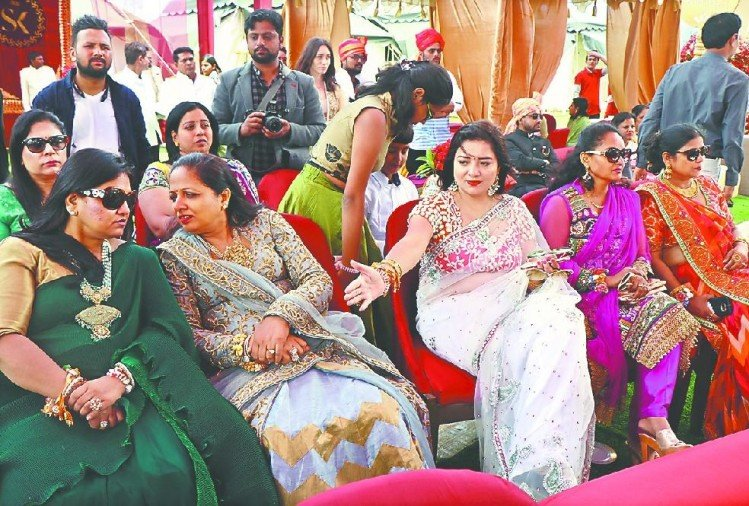 Auli Royal Wedding guests from india and abroad plenty of shopping this thing in auli