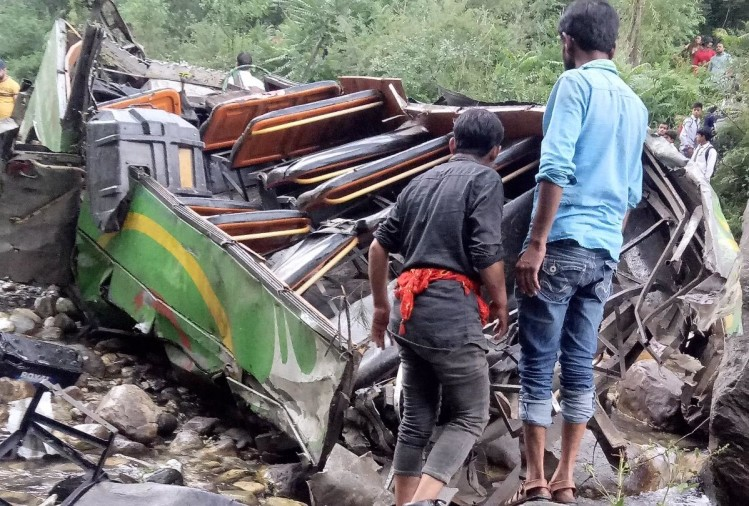 kullu private bus accident death toll reaches 45