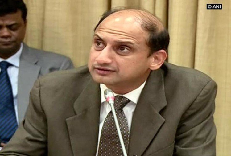 RBI Deputy Governor Viral Acharya resigned