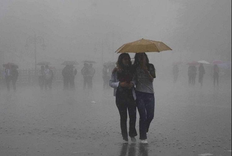 दिल्लीः अगले दो दिन तक आंधी के साथ हो सकती है बारिश,रविवार आते-आते फिर 40 डिग्री पहुंचेगा तापमान