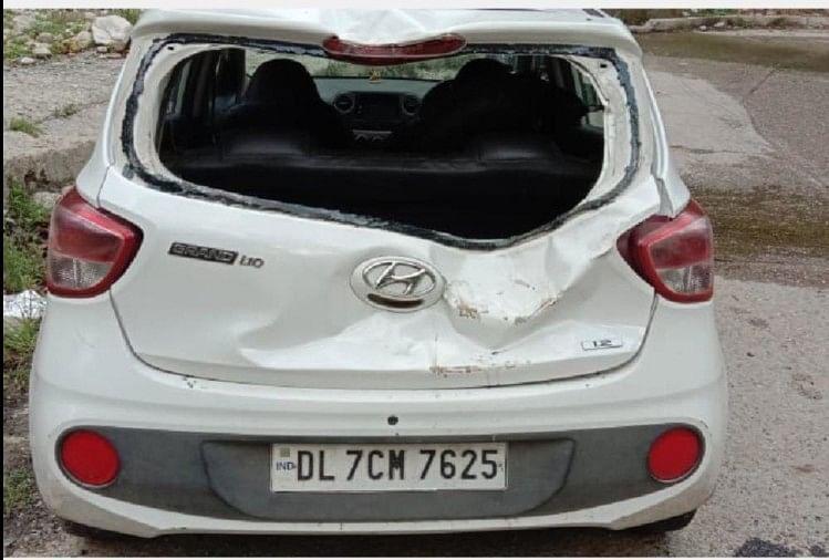 हाथयों ने कार पर किया हमला