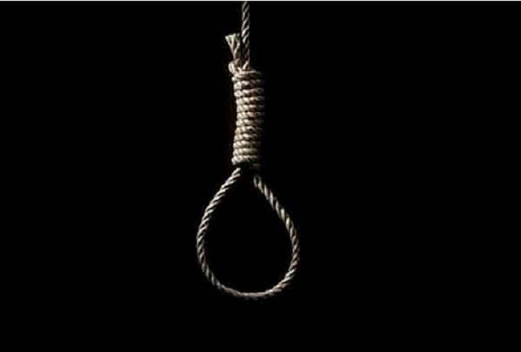 इलाहाबाद विश्वविद्यालय के रक्षा अध्ययन विभाग के प्रोफेसर डॉ. संजीव भदौरिया ने बुधवार की सुबह फांसी लगाकर आत्महत्या कर ली।
