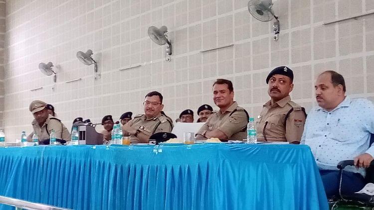 सूबे के पुलिस महानिदेशक (कानून व्यवस्था) अशोक कुमार ने कहा कि डीजे और साउंड सिस्टम पर किसी भी तरह का प्रतिबंध नहीं है