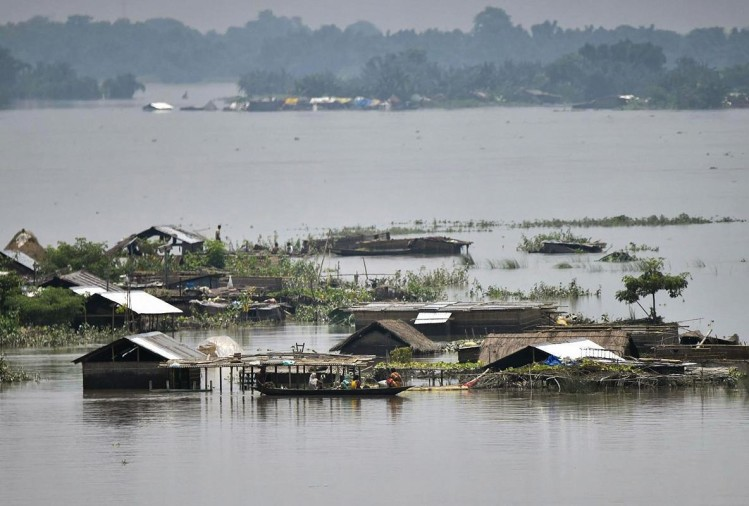 Death Toll In Assam Floods Rose To 64 On Sunday - असम में ...