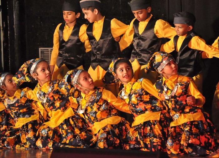 विवर्ली पब्लिक स्कूल ने बुधवार को नगर निगम टाउन हॉल में वार्षिकोत्सव धूमधाम से मनाया